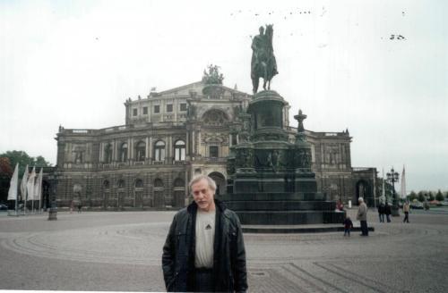 Дрезден.За спиной знаменитый Оперный театр. 2006 г.