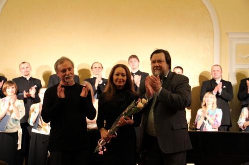 На сцене зала Классика в г. Иваново. Авторский концерт. 2013 г.