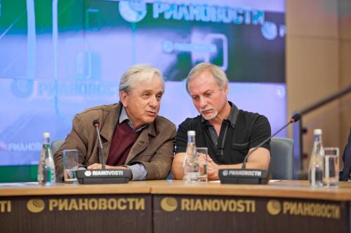 С актёром Евгением Юрьевичем Стебловым во время пресс-конференции в Москве 2013 г.