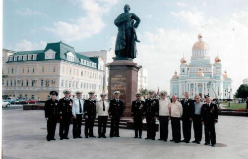 С членами морского собрания РМ  после награждения медалью Кузнецова. 2006 г.